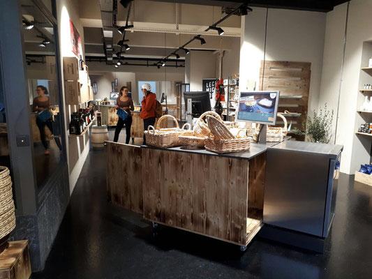 Umbau Ladenbau Architektur Einrichtung Dekoration Theke