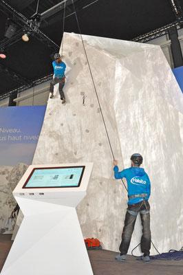 Messestand Erlebnis 3D Projektion Bergsteigen Architektur Dekoration Design Grafik Live Kommunikation Rigips Bergsteiger