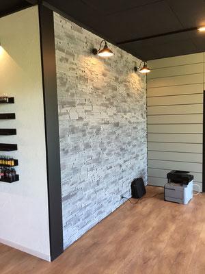 Umbau Tattoo-Studio Architektur Einrichtung  Wandgestaltung mit Stein