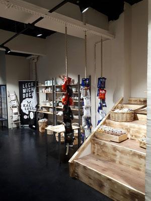 Umbau Ladenbau Architektur Einrichtung Dekoration Regal