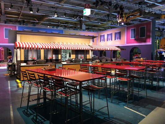 Personalanlass Mitarbeiterfest Event Mobiliar Mietmöbel Piazza