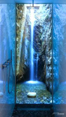 Beleuchtete Duschrückwand - © LEDscreen®