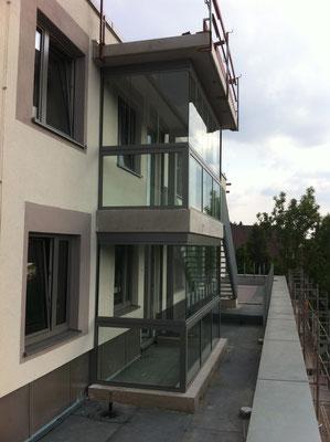 Balkonverglasung - Balkonabtrennung - © Glaserei Allgäuer