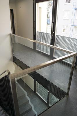 Glasbrüstung - Absturzsicherung - Glasgeländer - Treppenhausverglasung - © Glaserei Allgäuer