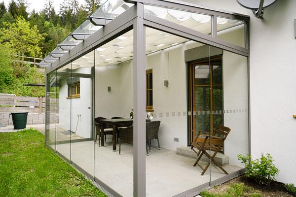 Wintergarten - Stahlkonstruktion - Glasdach - Schiebe-Dreh-Verglasung - © Glaserei Allgäuer
