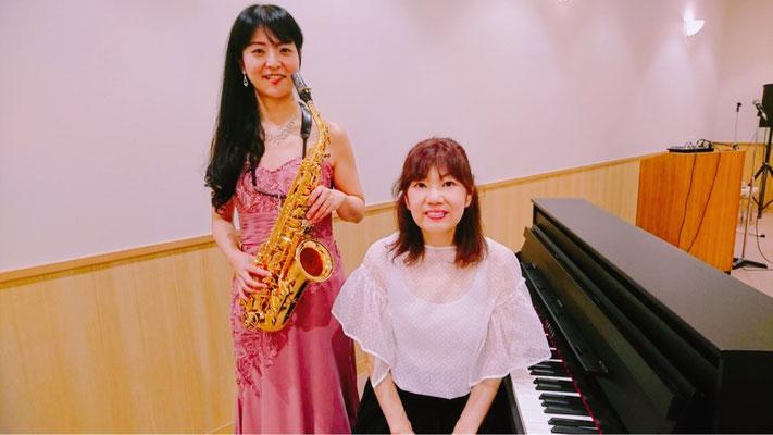 ピアノの八田貴子氏と数々のコンサートを開催しております。