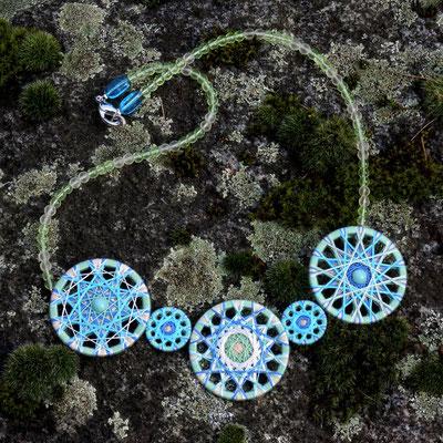Zwirnknopf-Collier | 3 x Ø  36 mm , 2 x 20 mm | Material: Baumwolle, Aluminium, Glasperlen (böhmisch)