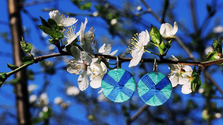 Paar Posamentenknopf-Ohrringe | Ø 20 mm | Material: Baumwolle, Aluminium, Klappbrisur silberfarben