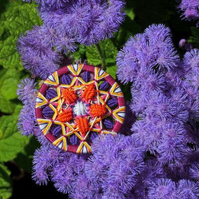 Zwirnknopf-Anhänger mit gewebten Blütenblättern | Ø 52 mm | Material: Baumwolle, Aluminium