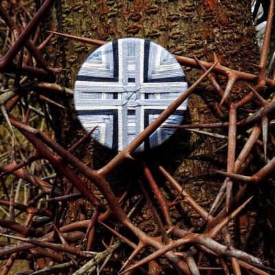 Posamentenknopf-Anhänger oder Brosche | Ø 52 mm | Material: Baumwolle, Aluminium