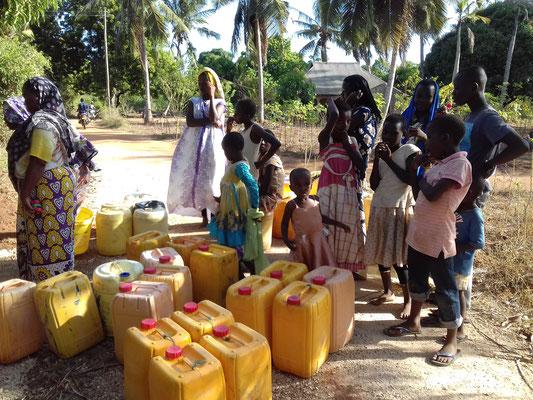Unser erstes Wasser for life Projekt - wir geben qualitativ hochwertiges Trinkwasser an die Nachbarn ab
