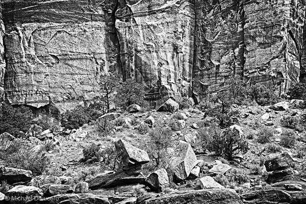 Cliffs in Capitol Reef NP, Utah
