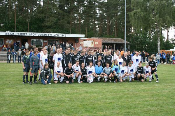 Zum 60-jährigen Jubiläum des Thomasburger SV gastierte 2009 das Allstar-Team des FC St. Pauli auf dem Sportplatz