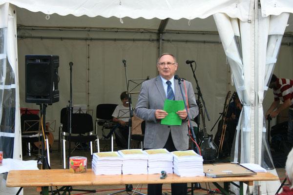 Bürgermeister Dieter Schröder bei den Dorf- & Kulturtagen 2014 in Bavendorf