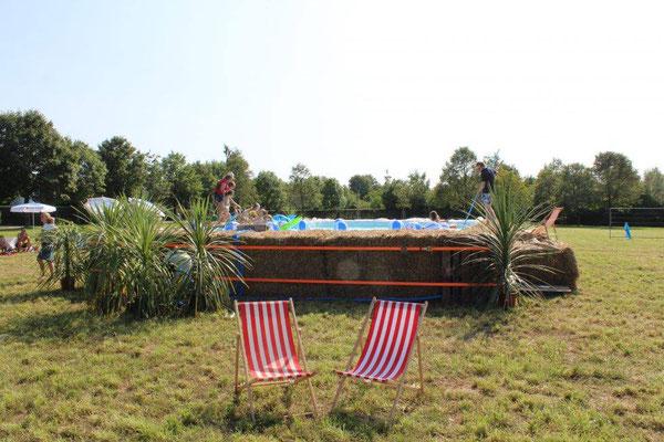 strohballen pool party in vaterstetten sas schwimmbadtechnik. Black Bedroom Furniture Sets. Home Design Ideas