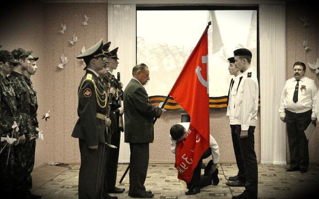 """""""...Это подвиг, которым гордятся и внуки, и деды. Это знамя эпохи – свидетель великой Победы..."""""""