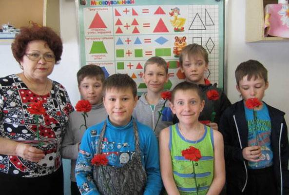 Фото на память в конце мастер – класса группы №1 объединения «Умельцы» с результатом своего труда.