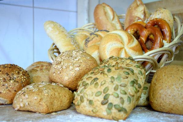 Auswahl unserers Semmelsortiments. Weitere Sorten können Sie gerne in unserer Bäckerei entdecken.