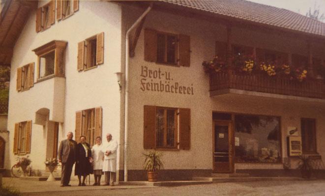 Matthäus Keller, Frau Anni Keller und Gäste (von Rechts)