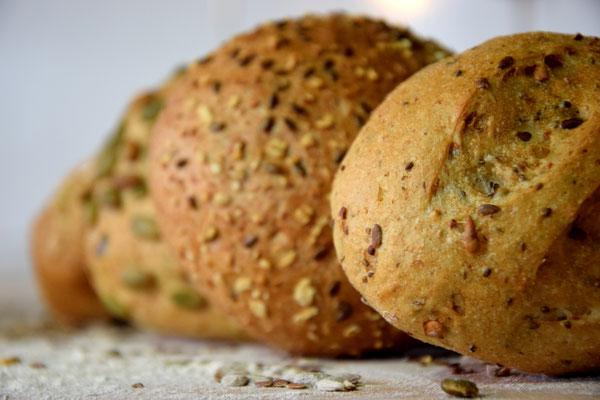 Unsere beliebtesten Körnersemmel: Chia-Mehrkorn-, Vollkorn-, Kürbis- und Dinkelvollkornsemmel