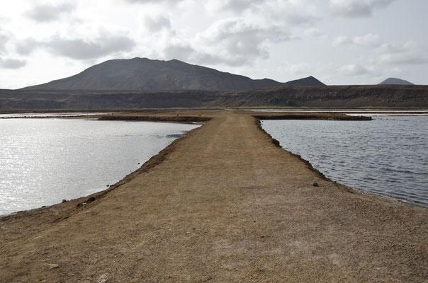 Vulkankrater auf Sal, Kapverdische Inseln
