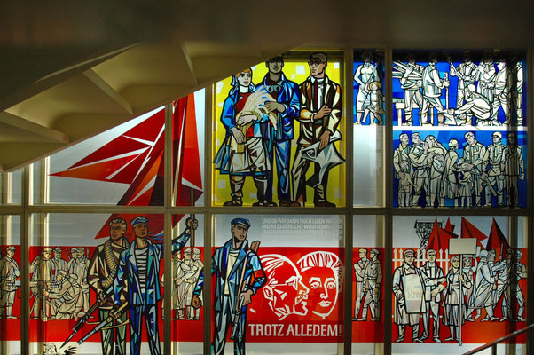 Kunst im ehemaligen Staatsratsgebäude, inzwischen Managerschule