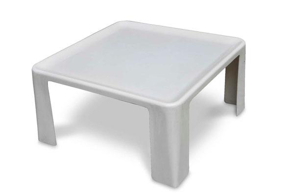 Poltrone e tavolini Amanta di Mario Bellini B&B