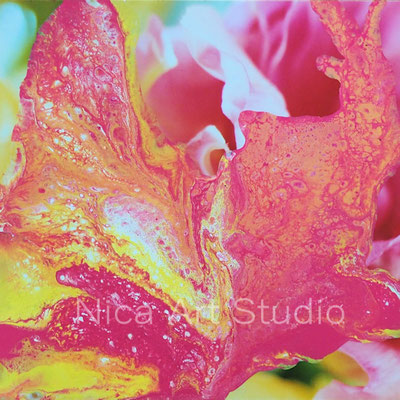 Blumig, 2018, 20 x 20 cm, Fluidpainting auf Fotografie