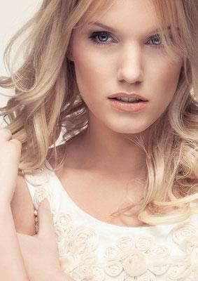 Fotografie: Ronia Strickrot; Model: Sandra S. ; H&M: Anika Eisenschmidt