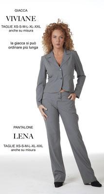Ariell Divise da Lavoro Giacca Viviane corta e pantalone Lena tessuto Antimacchia per Parrucchieri oppure tessuto Cady per Front Office