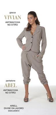 Ariell Divise da Lavoro Giacca Viviane corta e pantalone Abel tessuto Antimacchia per Parrucchieri oppure tessuto Cady per Front Office