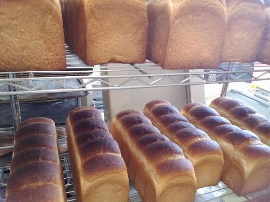 大好評の天然酵母使用オリジナル製法の食パンです