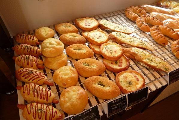 焼きあがったパンたち1