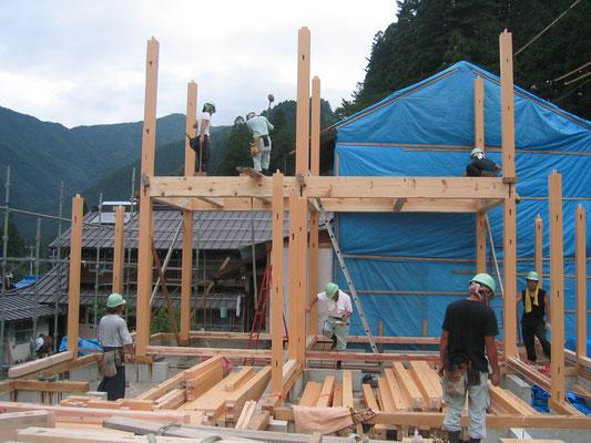 柱:桧 小屋組:松の丸太