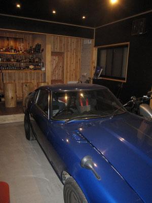 旧車 フェアレディZを居間から眺めれます