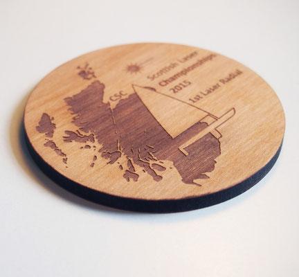 Scottish Laser Championships: lasergravierter Holzuntersetzter
