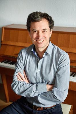 Mario de la Vega, Klavierlehrer in München-Maxvorstadt, Feldenkrais-Methode