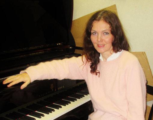 Nathalie Koshokar, Klavierlehrerin in München-Westend