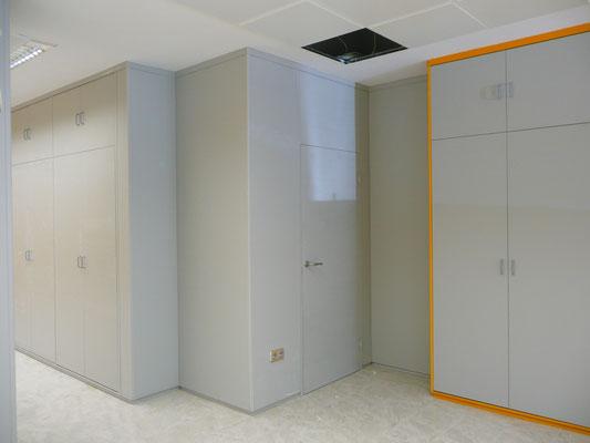 Tabique armario y forro de pared gris