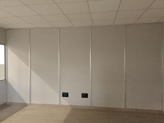 Mampara de oficina de dos alturas, techo desmontable y suelo laminado 14