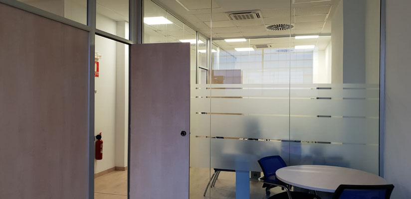 Mamparas de oficina, detalle apertura puerta