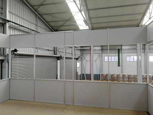 Mampara de oficina de dos alturas, techo desmontable y suelo laminado 2