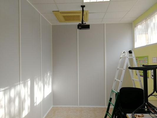 Mampara de oficina monopanel gris y blanca 4