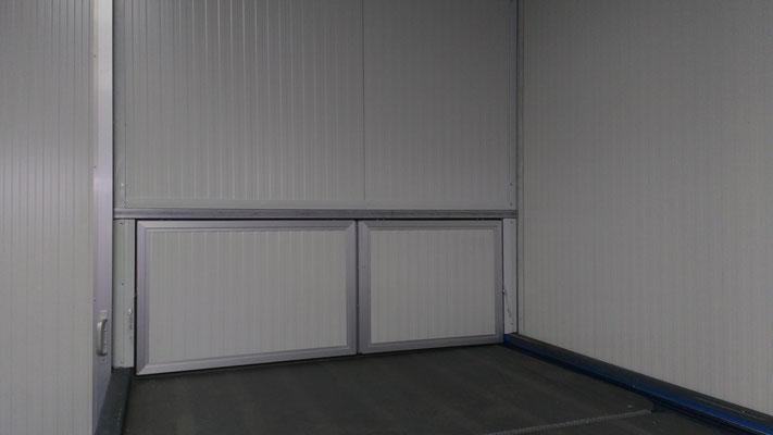 Puertas en panel sandwich con marco de aluminio 01
