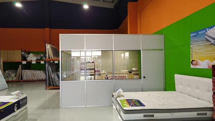 Mampara de oficina monopanel, detalle frontal.