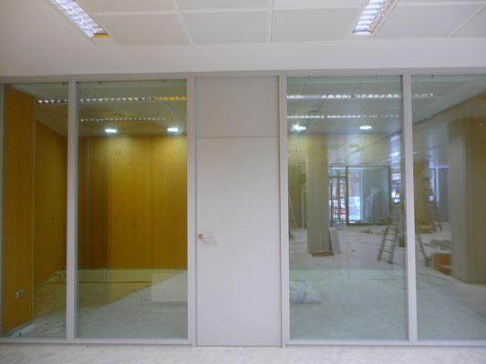 Detalle puertas mamparas de oficina doble panel