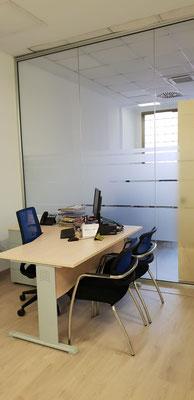 Mampara de oficina, detalle del despacho