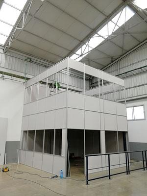 Mampara de oficina de dos alturas, techo desmontable y suelo laminado 7