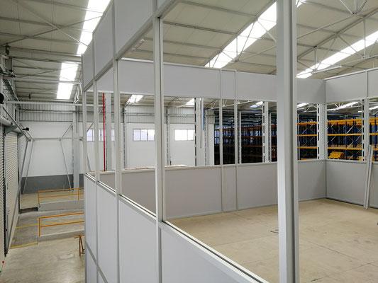 Mampara de oficina de dos alturas, techo desmontable y suelo laminado 5