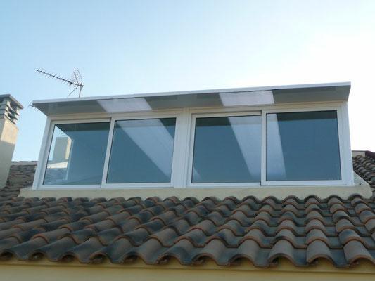 Cerramiento de aluminio en balcon/terraza de una habitacion.